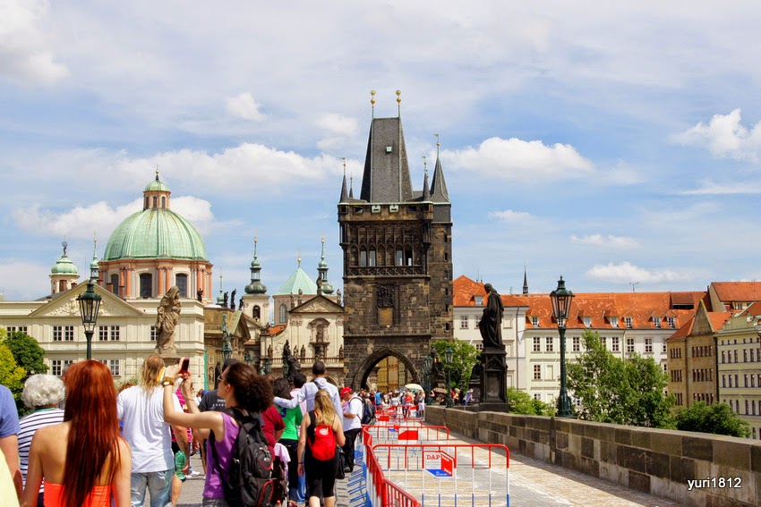 Карлов мост, как и собор святого Вита, построены по проектам Петера Парлера.