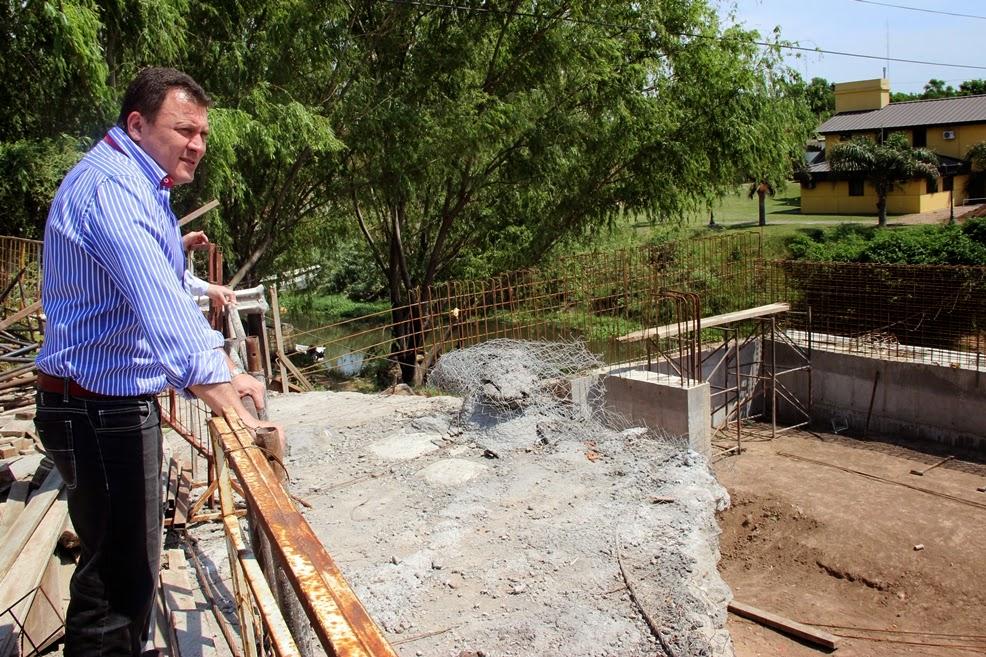 El intendente Raimundo visitó la obra del puente
