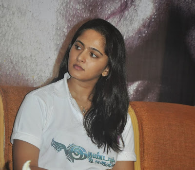Anushka stills in jeans at irandam ulagam movie press meet