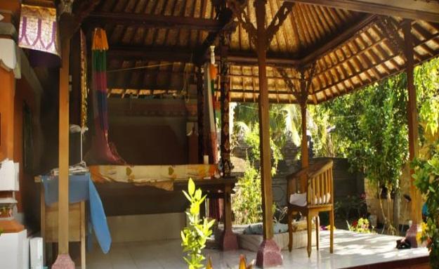 Sri Beach Inn Berada Dekat Dengan Bandara 57km Dan Juga Sky Bar All Seasons Legian 04km Untuk Fitur Yang Disediakan Berupa Antar
