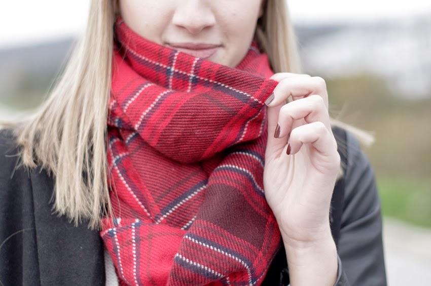tartan plaid scarf H&M red scarf hm, style blog blogger, fashion blog blogger