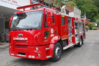 A primeira viatura híbrida do país tem funções de extinção de incêndio e de salvamento