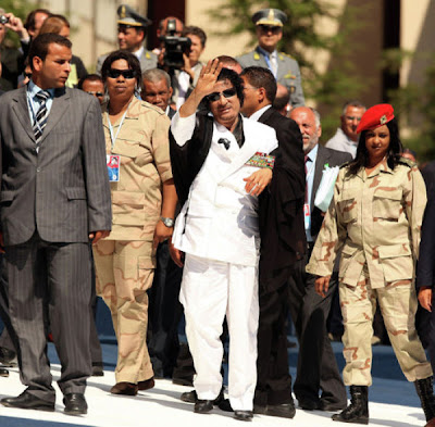 http://3.bp.blogspot.com/--bj9m67CdnY/TWWZrfNSPsI/AAAAAAAB9G8/j6wm6i8Kg80/s400/muammar_algaddafi_female_bodyguards_08.jpg