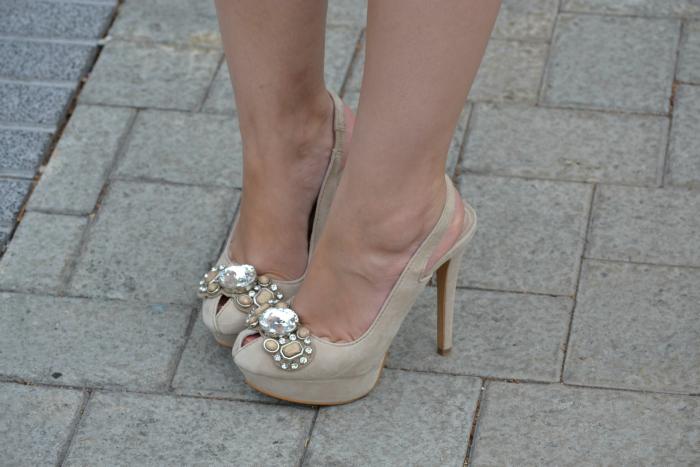Look_Outfit_Graduacion_Tocado_Años_20_Zapatos_Joya_Zara_Vestido_Volantes_Nudelolablog_05