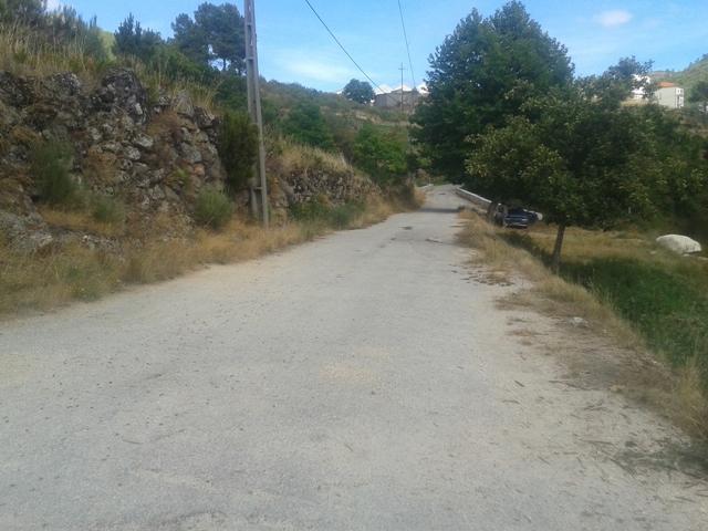 Estrada acesso á praia fluvial Sabugueiro