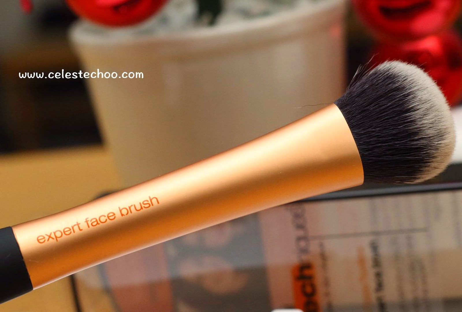 real-makeup-techniques-expert-face-brush
