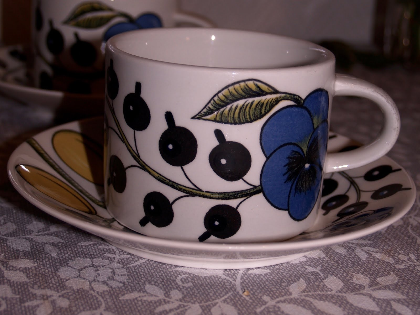 Paratiisi by Birger Kaipiainen. Old Arabia coffee cup from Finland. : beautiful tableware - pezcame.com