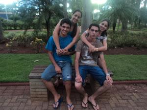 Minha filha Luana e seu namorado Geniton; Jean e sua namorada Jessica. Vocês são especiais.