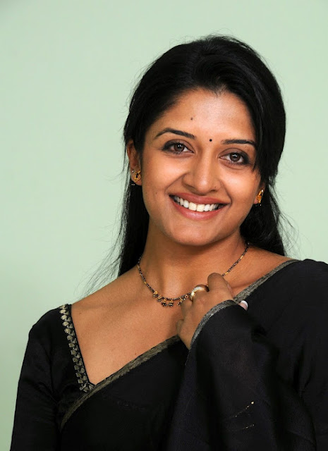 Vimala Raman Images In Black Saree