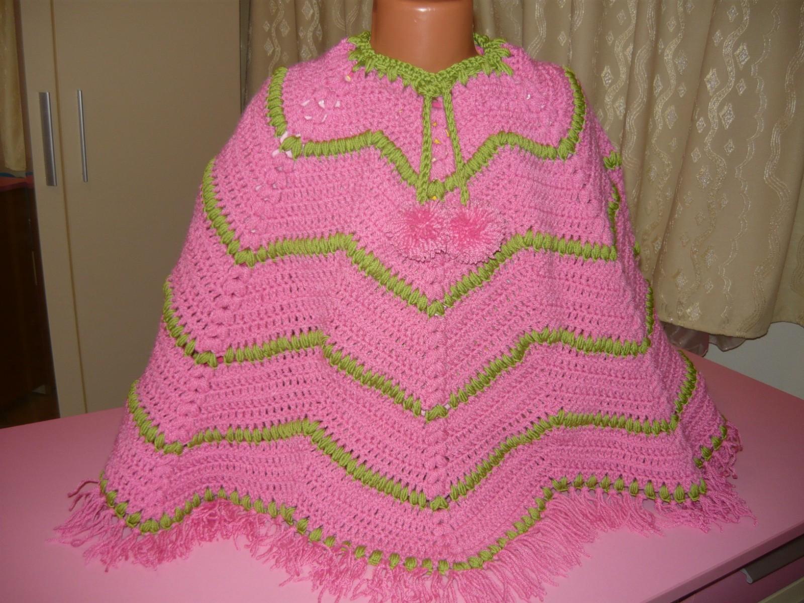 Hainute crosetate-tricotate: poncho crosetat sau tricotat