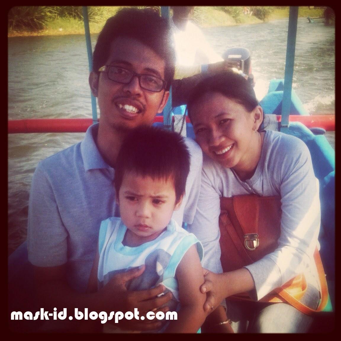 Naik Perahu di Pantai Glagah | Mas Kid Blog