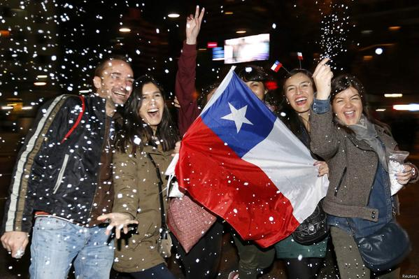 chilenos_festejando_campeonato_de_copa_america_chile_2015.jpg