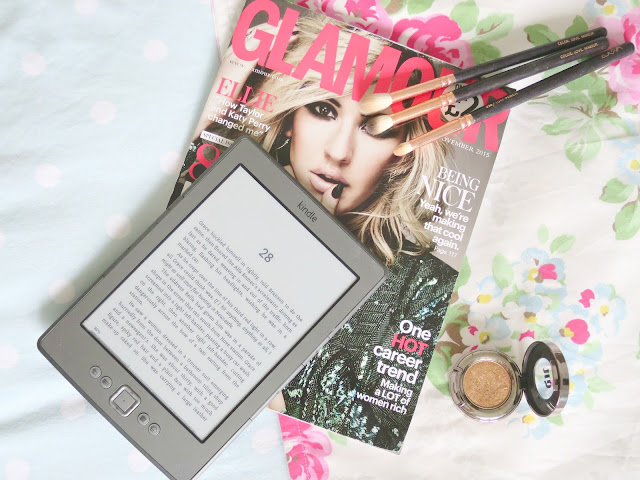 Things to do on a sunday flatlay photo magazine glamour kindle zoeva make up brush urban decay eyeshadow
