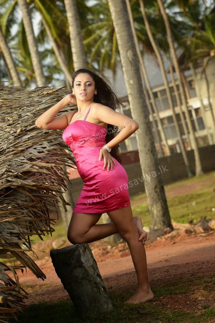 Udari Warnakulasooriya thighs pink