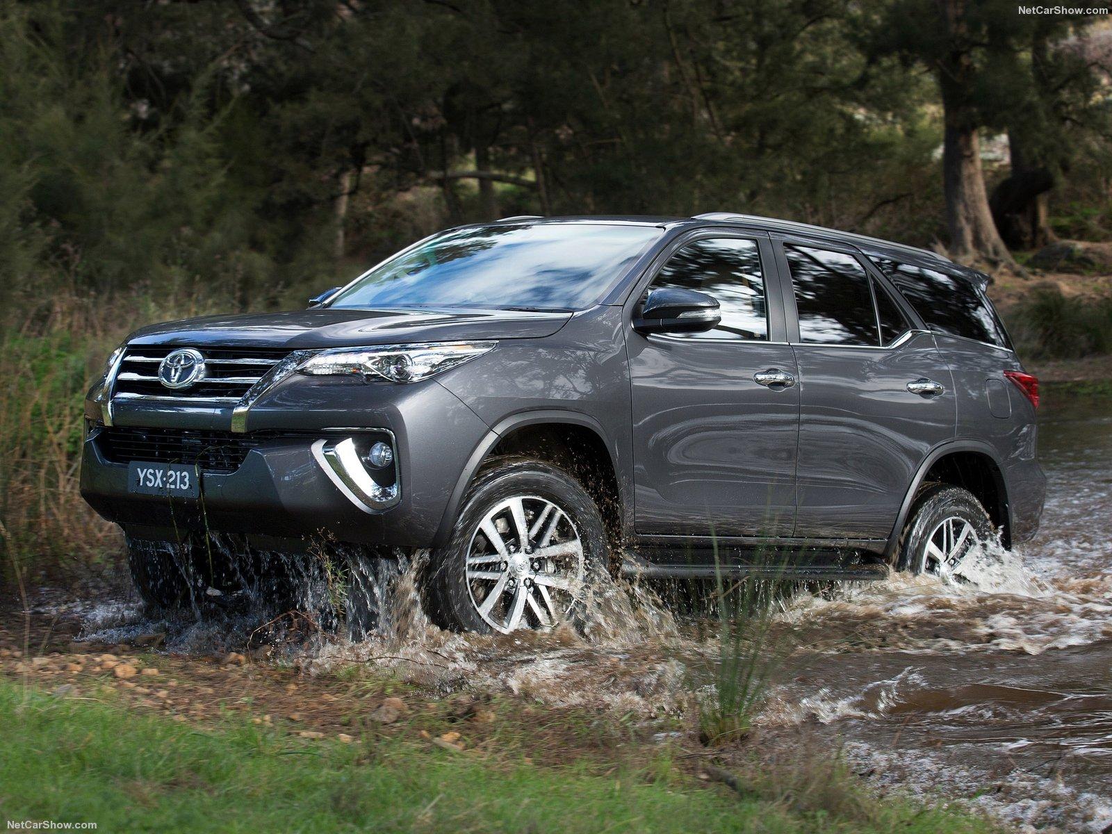 Hình ảnh xe ô tô Toyota Fortuner 2016 & nội ngoại thất
