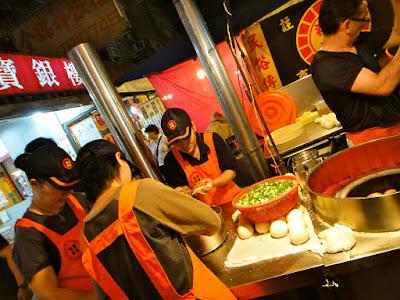 Making black pepper buns Raohe St Night Market Taipei