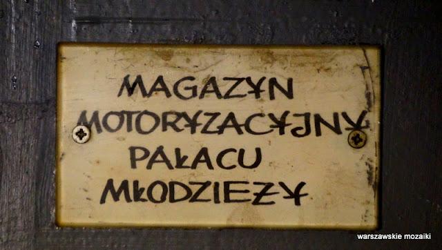 Warszawa Pałac Kultury i Nauki magazyn motoryzacyjny
