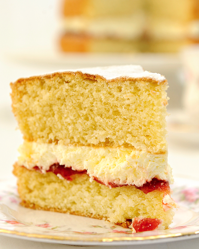 Scrumpdillyicious: Victoria Sponge with Strawberries ...