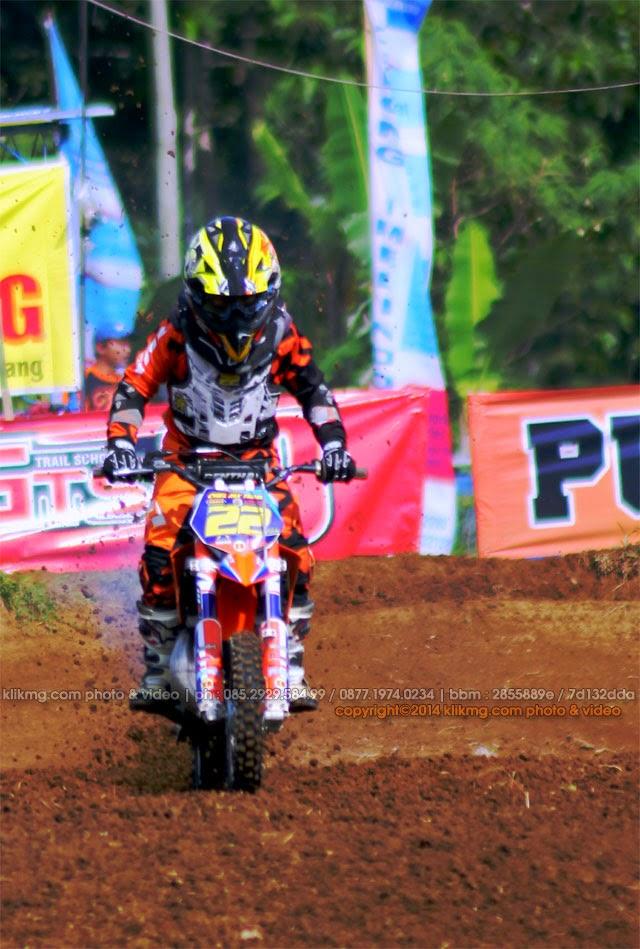 Aksi Crosser Indonesia pada Kejurnas Motocross Seri 7 Wonosobo Agustus 2014 ( Bagian 02 ) - Foto oleh Klikmg Fotografer Wonosobo