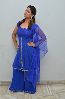 Shilpa Chakravarthy Stills in Blue Dress at Ippatlo Ramudila Seethala Evaruntaarandi Babu Audio Launch  252816