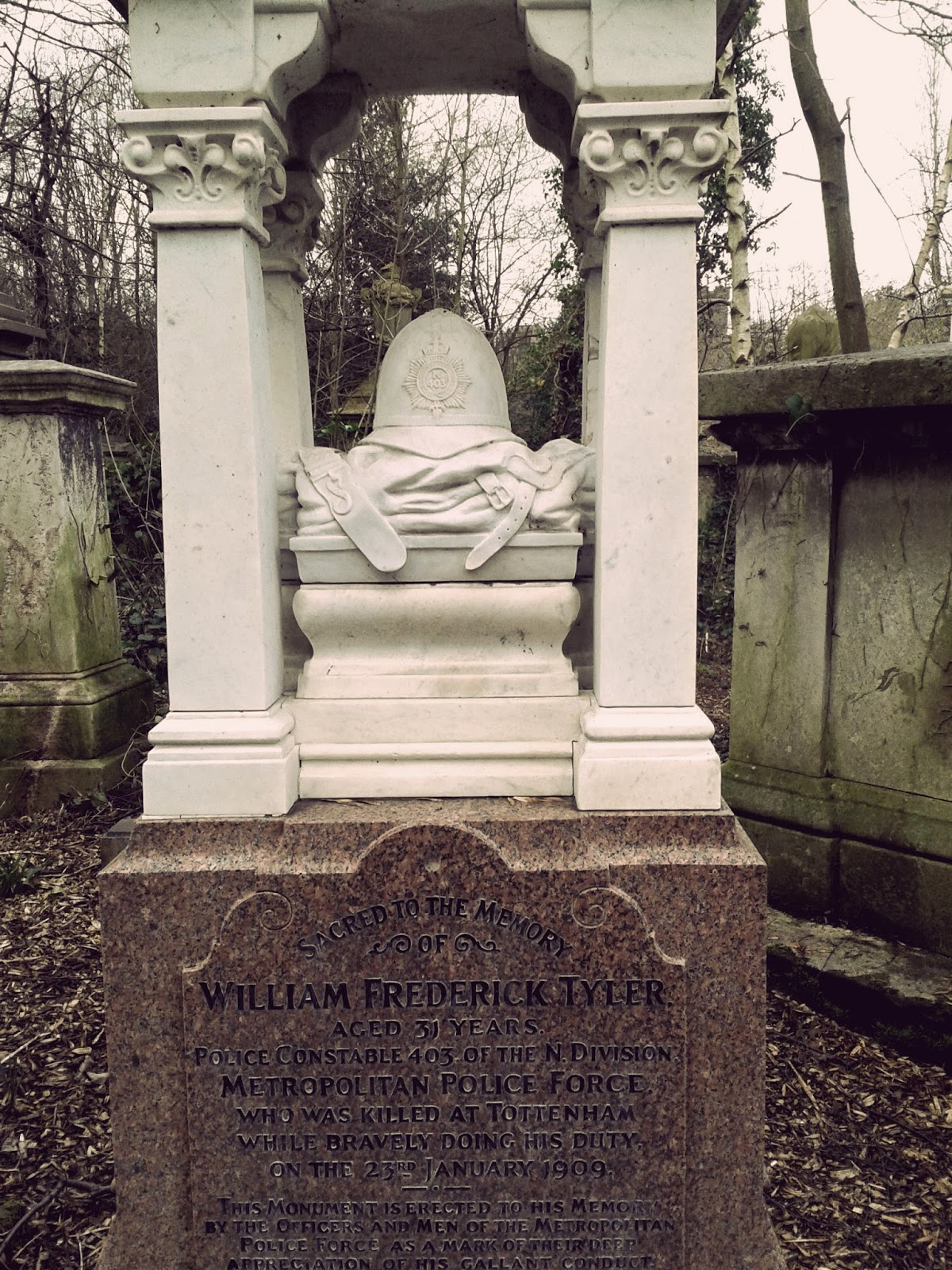 Abney Park Cemetery, magnificent seven, Highgate, Hackney, memorial, Victorian, architecture, chapel, salvation army, dissenters, burial, gravestone, gothic, photograph, photography, February, winter, visit, London, UK, day trip, spooky