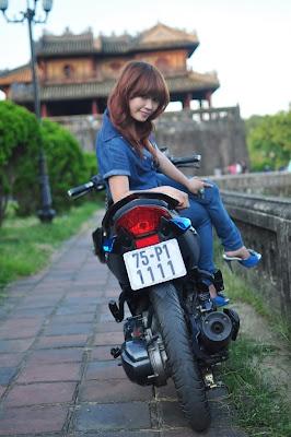 Vietnamese girls in bike