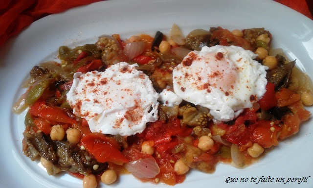 ensalda_garbanzos_verduras_huevos_escalfados