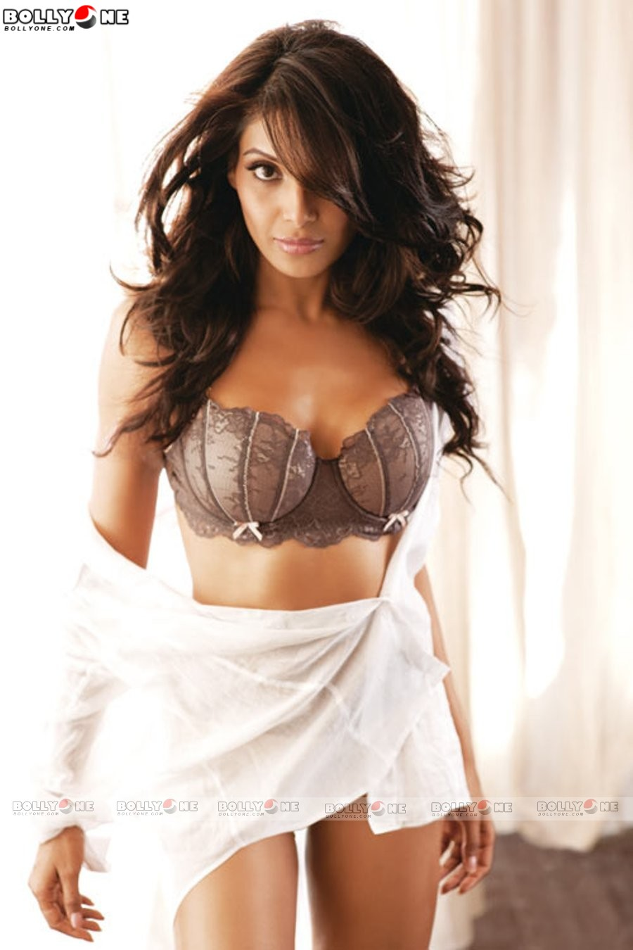 female celebrities: bipasha basu hot photoshoot