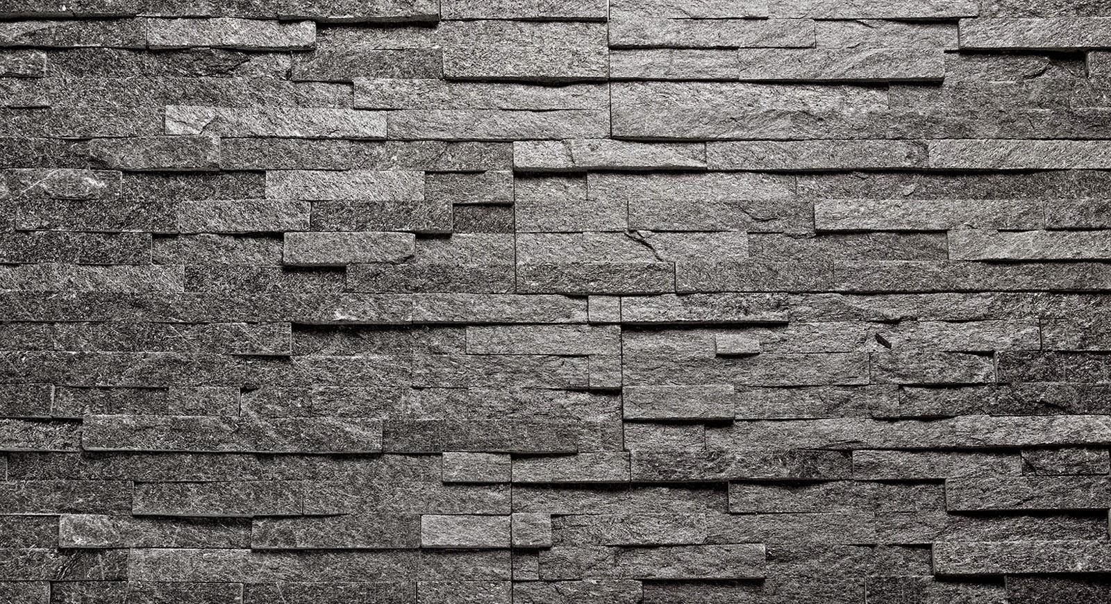 Aitokiven Black Quartzite -verhoilukivi kruunaa Puuta ja kiveä -blogin saunan.