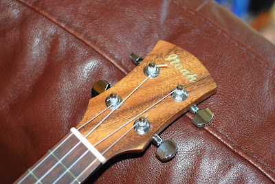 Noah Monkeypod Tenor headstock