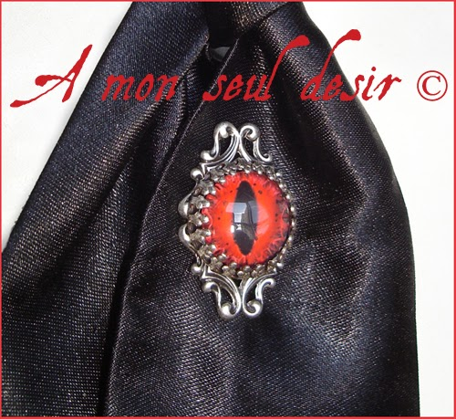 Pic à Cravate lavallière gothique oeil yeux bijou homme dandy gentleman zombie eye gothic goth tie pin