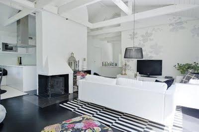 Möblera avlångt vardagsrum
