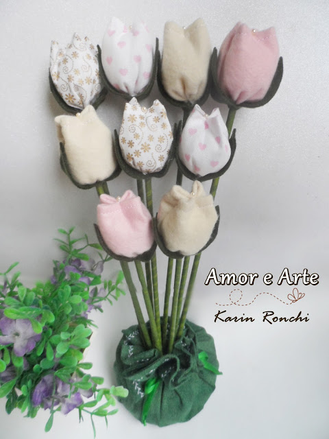 Peso de porta, vasinhos de tulipas.