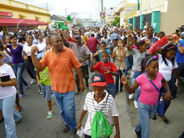 Miles de evangélicos Celebran dia de la Biblia con gran Marcha en SPM