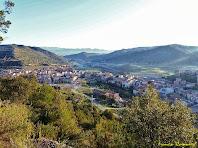 """Panoràmica de Puig-reig des del llom del Serrat de l'Oca. Autor: Francesc """"Caminaire"""""""