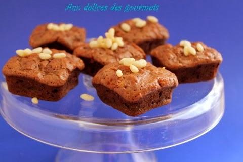http://auxdelicesdesgourmets.blogspot.fr/2014/01/brownies-la-banane-et-au-riz-souffle.html