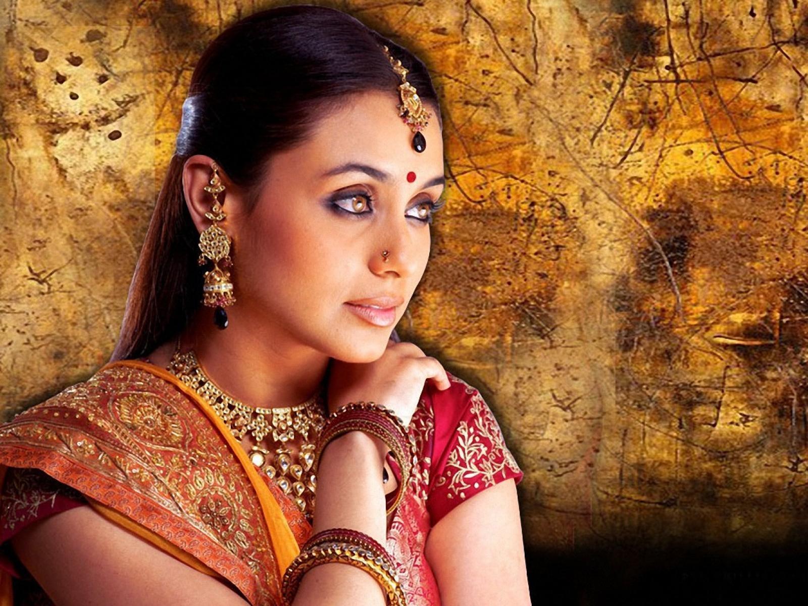 Dresses Full Movie Download In Hindi