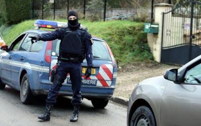 buongiornolink - Francia, accoltella insegnante «Sono dell'Isis»