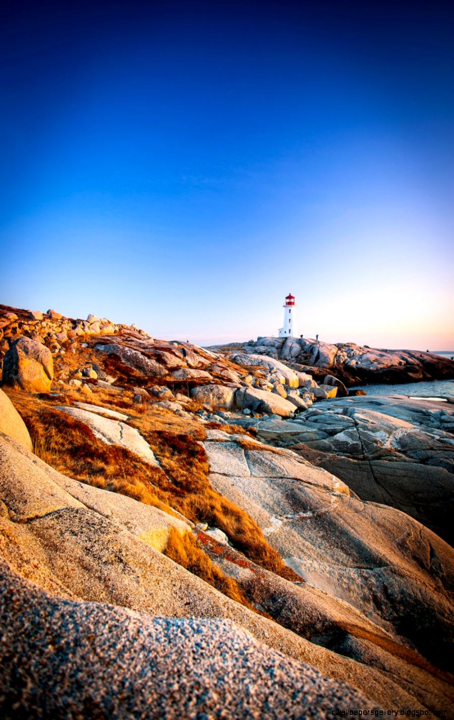 10 Beautiful Lighthouses to Visit Around the World
