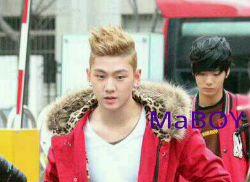 [Pic][02.12.11] Baekho saliendo de KBS Music Bank O