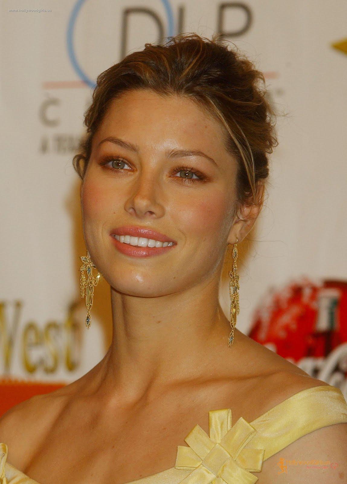 http://3.bp.blogspot.com/--i72Qr2joRY/TkXJmlopVvI/AAAAAAAAAZQ/qKC4NlMyquc/s1600/Jessica+Model+Wallpapers.jpg