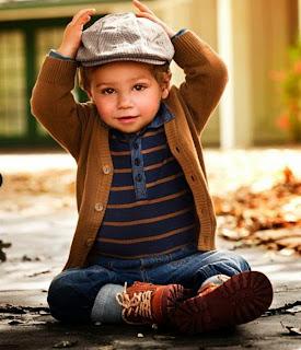 Gambar foto anak laki-laki dengan busana santai tapi keren