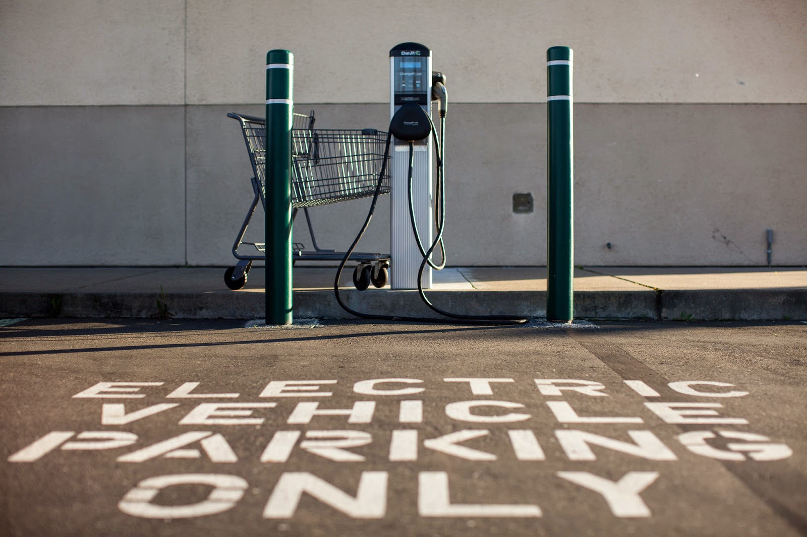 A charging station at a Walgreen's in California. (Credit: Max Whittaker for The New York Times) Click to Enlarge.