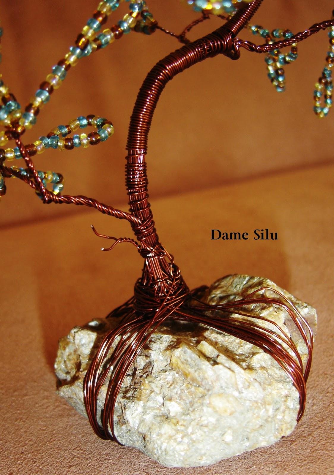 dame silu l 39 elfe noire arbre de vie en perles de rocaille. Black Bedroom Furniture Sets. Home Design Ideas