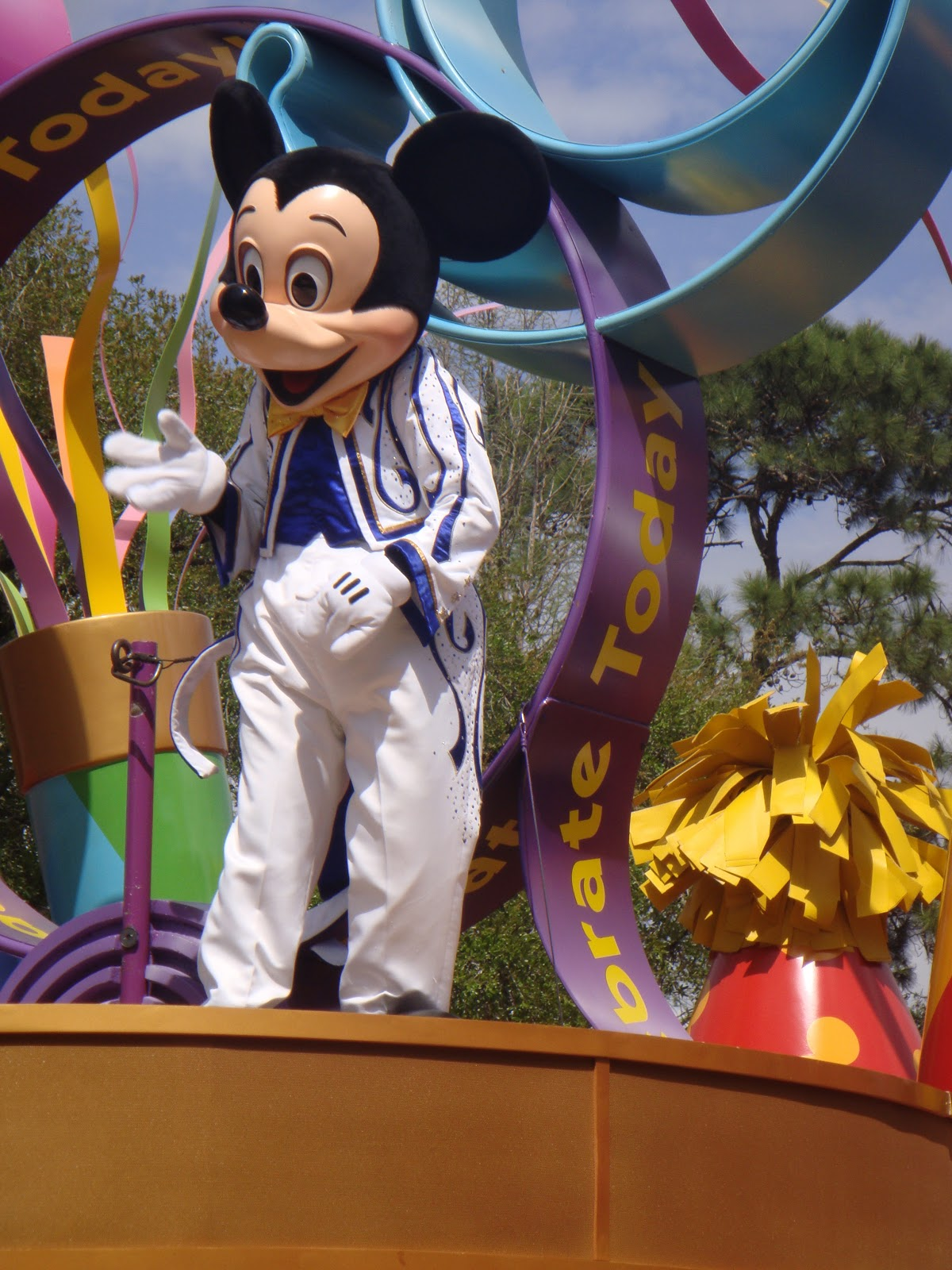essay on walt disney Walt disney's corporate strategy is to continue to grow internationally and to continue to grow in their media networks, parks and resorts, studio entertainment, consumer products, and interactive media.