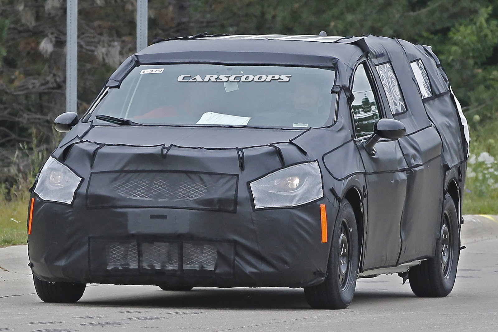 Vwvortex com 2017 chrysler town country dodge grand caravan spied for the first time