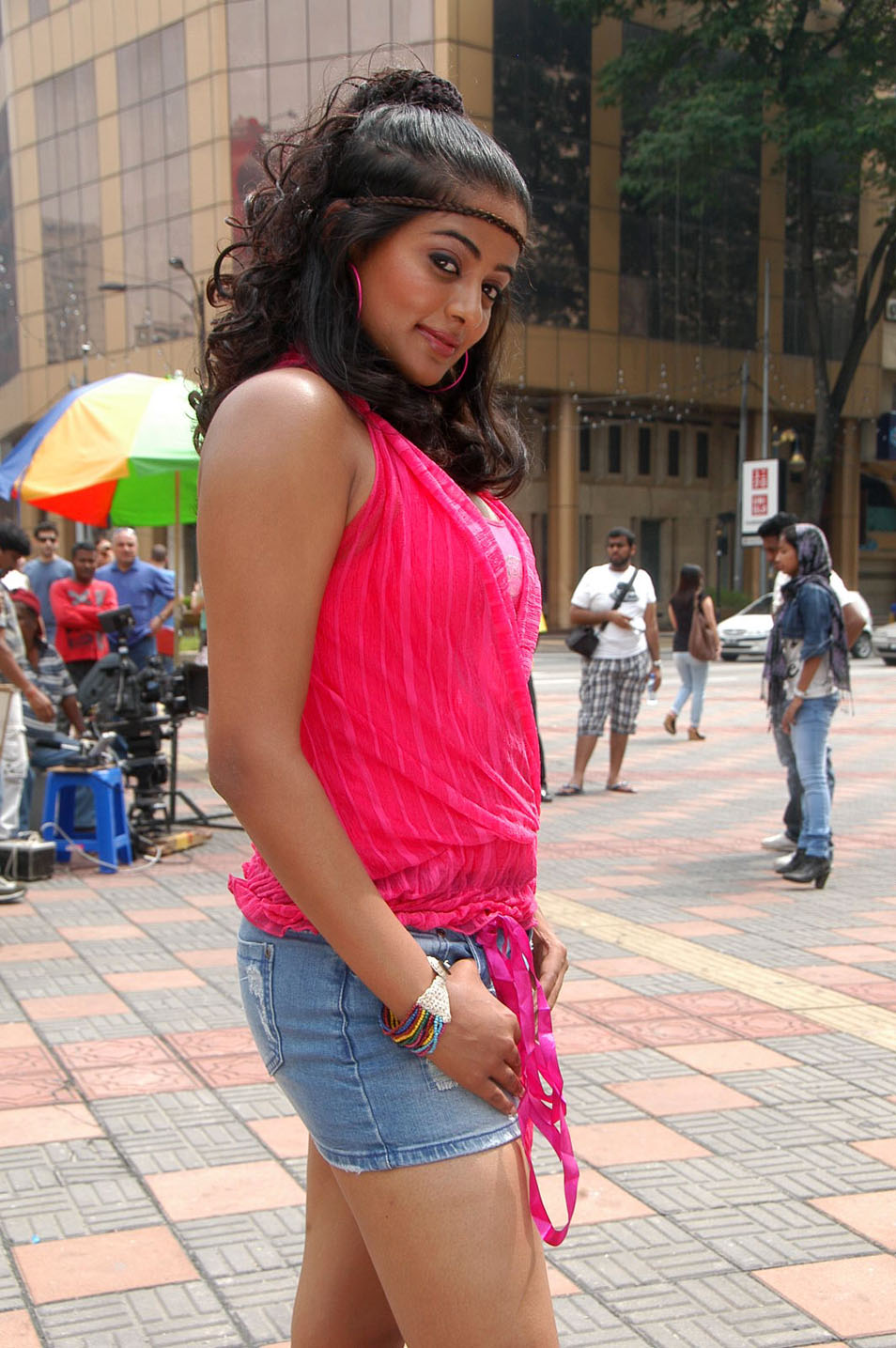 Displaying 19 gt  Images For - Priyamani Hot With Jagapathi Babu   Priyamani Hot With Balakrishna