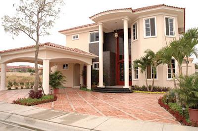 Decoraciones y modernidades fachadas de lujos en casas for Fachadas de casas modernas en quito