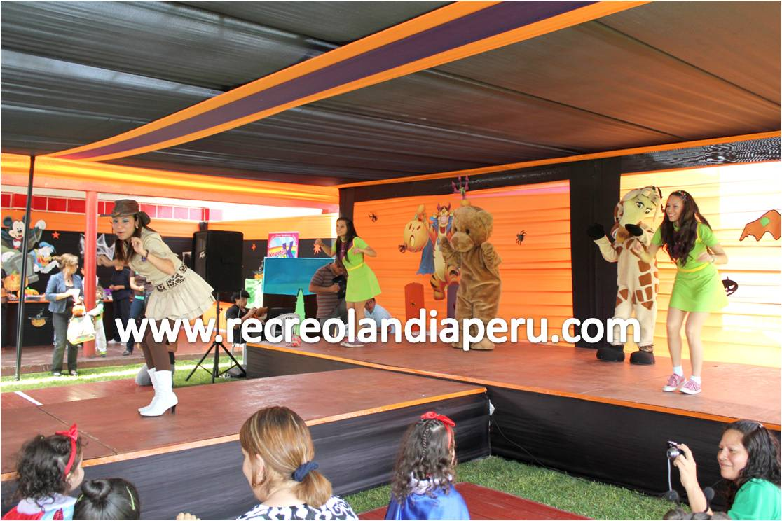 Producciones recreolandia show de disfraces en el jockey club for Puerta 4 jockey club