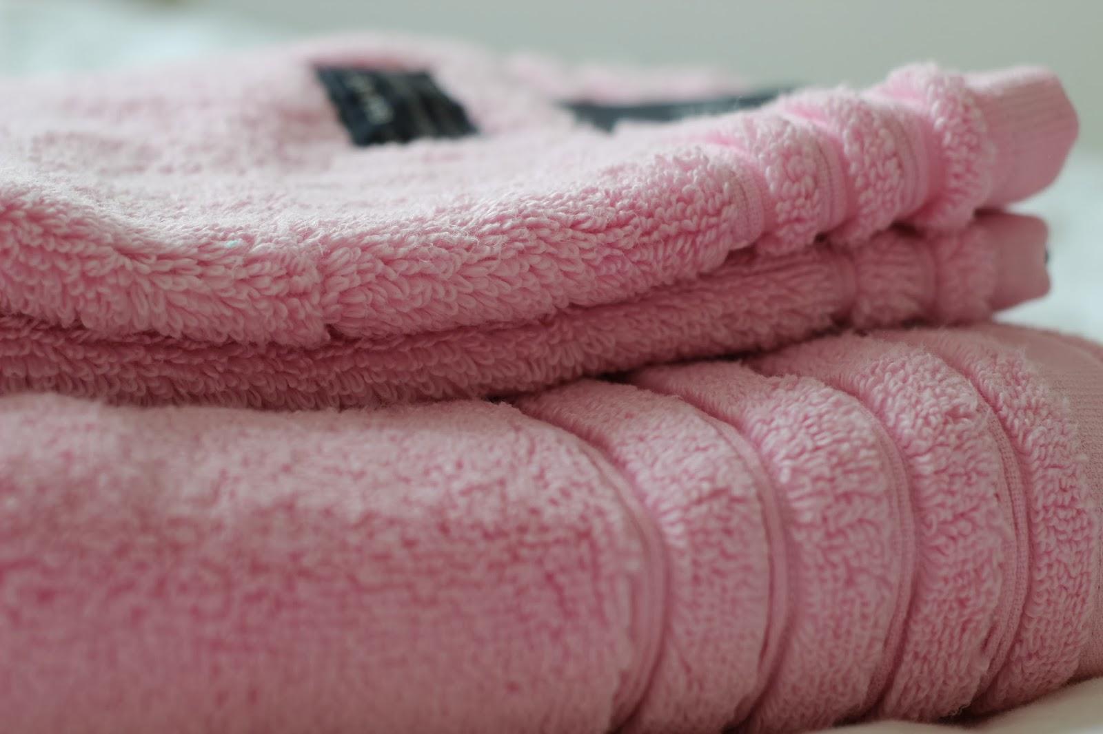 Meidän mustat ja harmaat pyyhkeet rupesivat ahdistamaan ja halusin  kylpyhuoneeseen jotain keväistä. Niinpä marssin Stockmannin kodinosastolle  ja hankin ... 9c406d840e